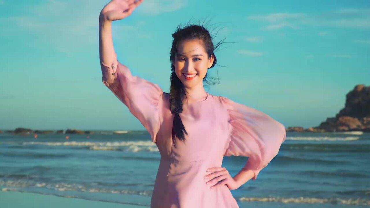 Hồng Trang thi Miss Eco International