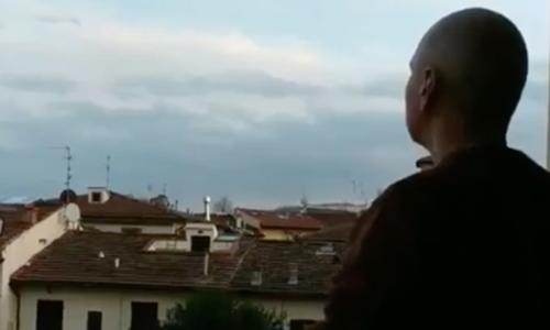 Maurizio Marchini hát trên ban c?ng mùa Covid-19