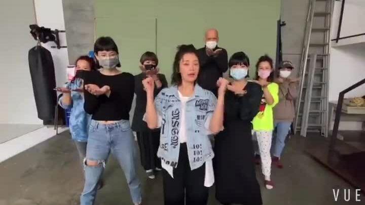 Giả Tịnh Văn quay video kêu gọi rửa tay