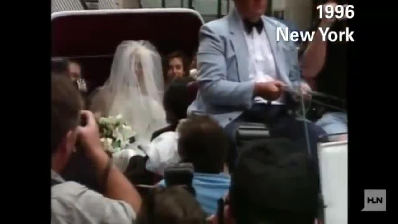 Dennis Rodman mặc váy cưới
