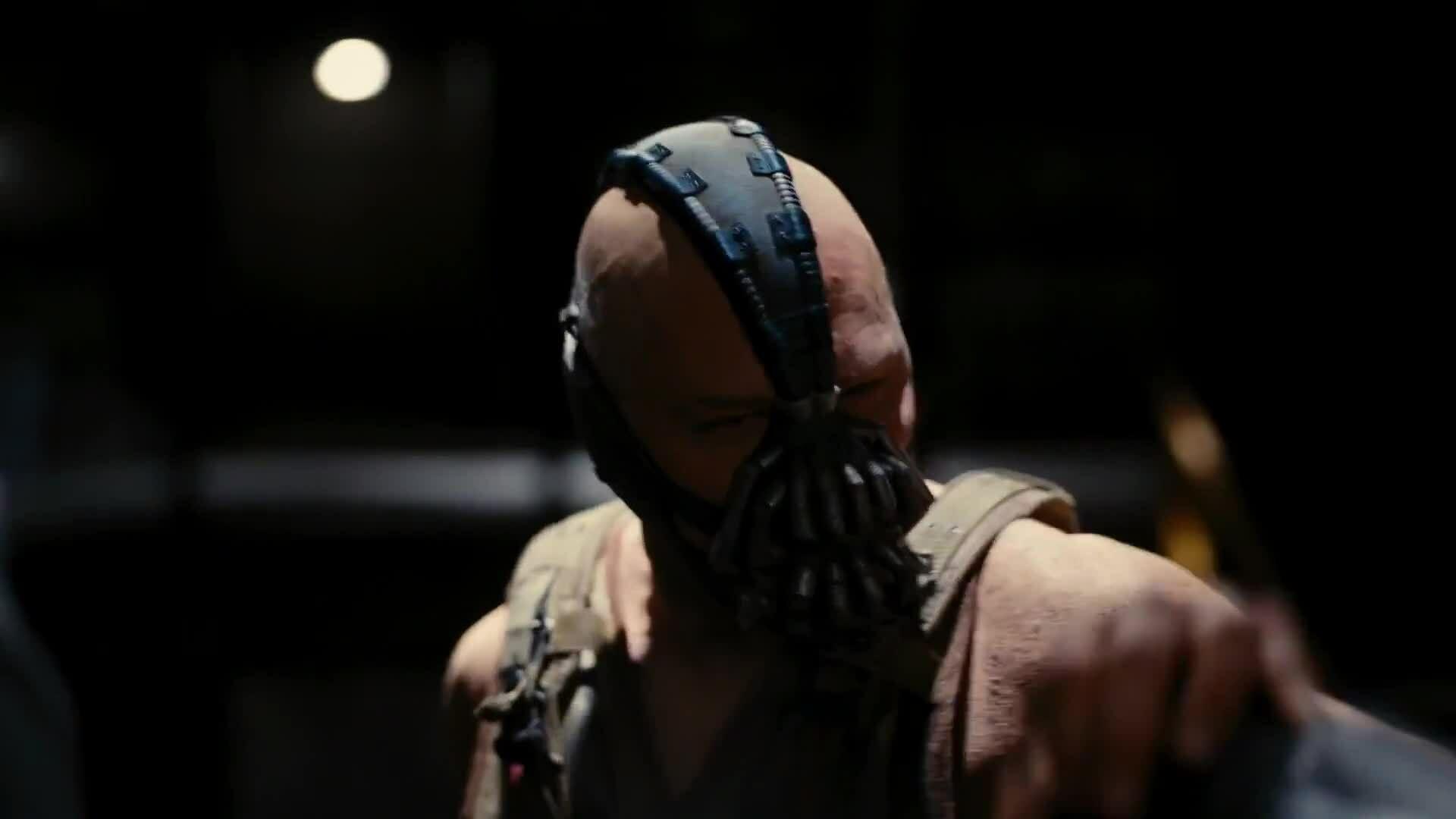 """Bane đối đầu Batman trong """"The Dark Knight Rises"""""""