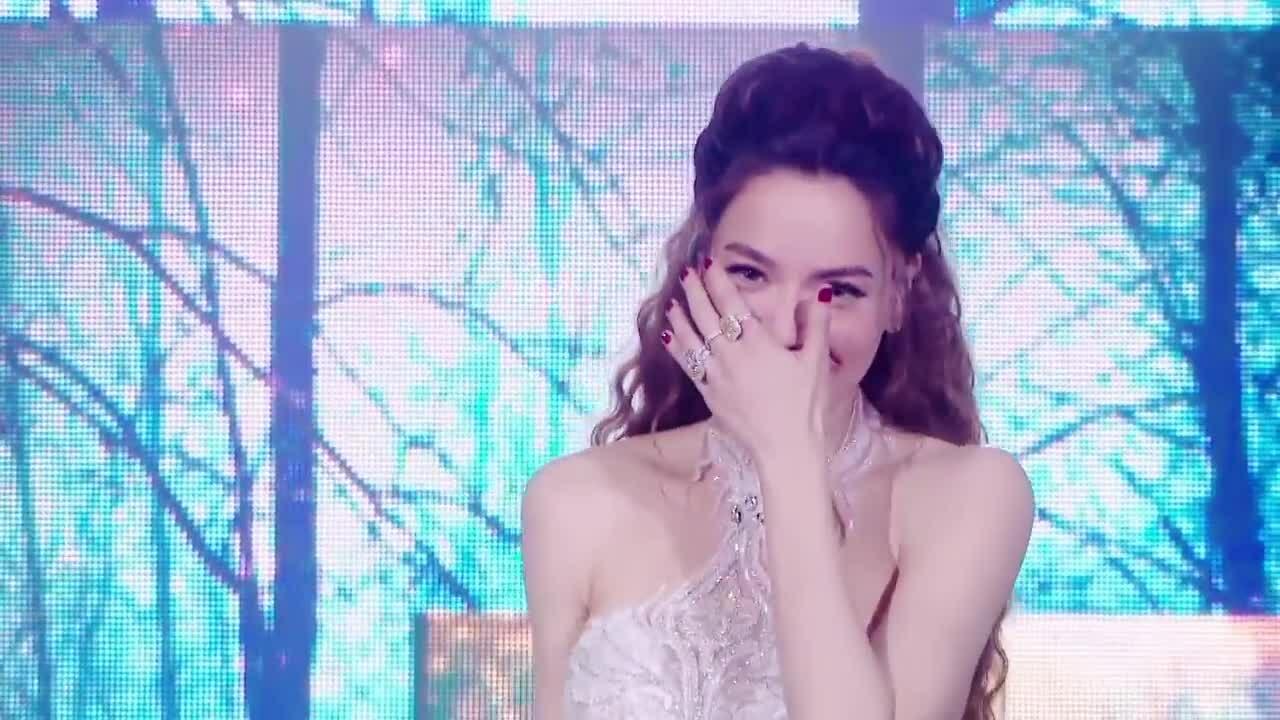 'Cả một trời thương nhớ' - Hồ Ngọc Hà hát live năm 2017