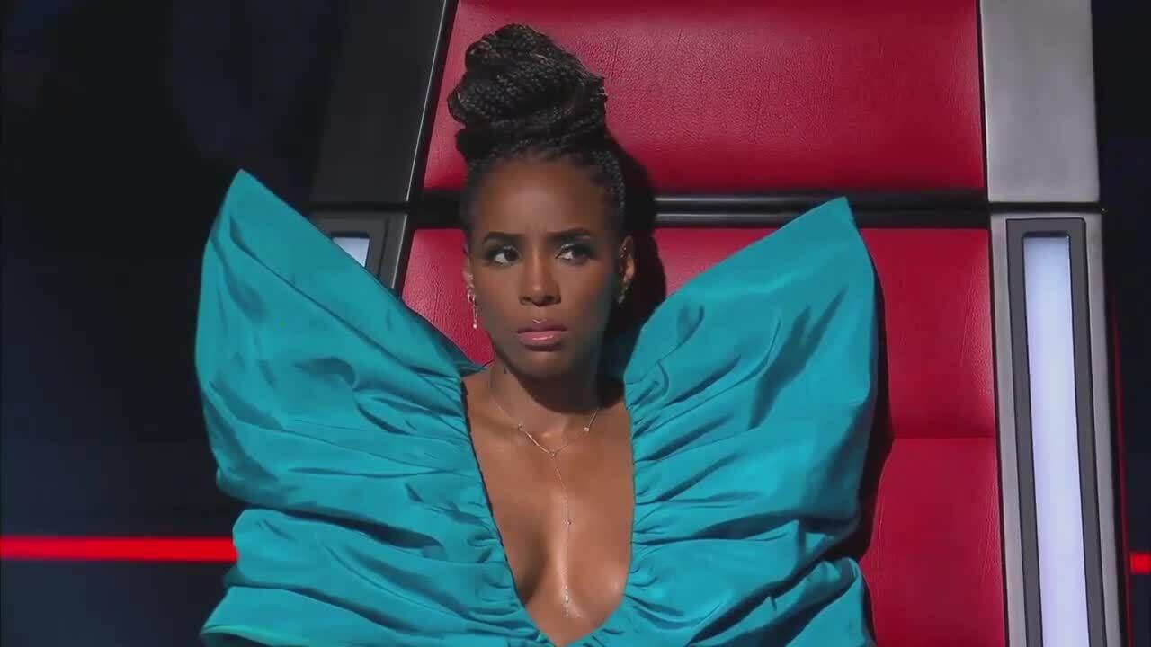 Kelly Rowland diện đầm Công Trí ở The Voice Australia