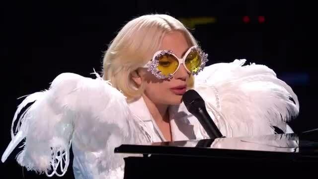 Lady Gaga hát 'Your song' tri ân Elton John