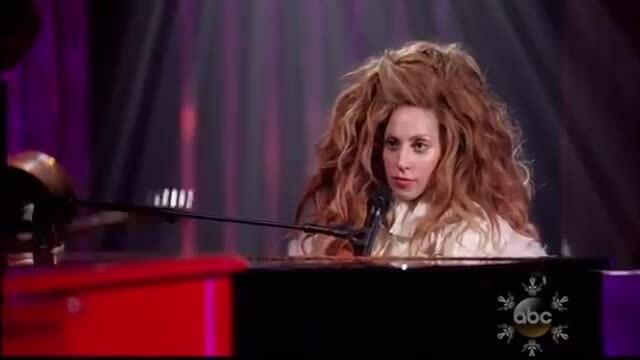 Lady Gaga và Elton John song ca 'Artpop'