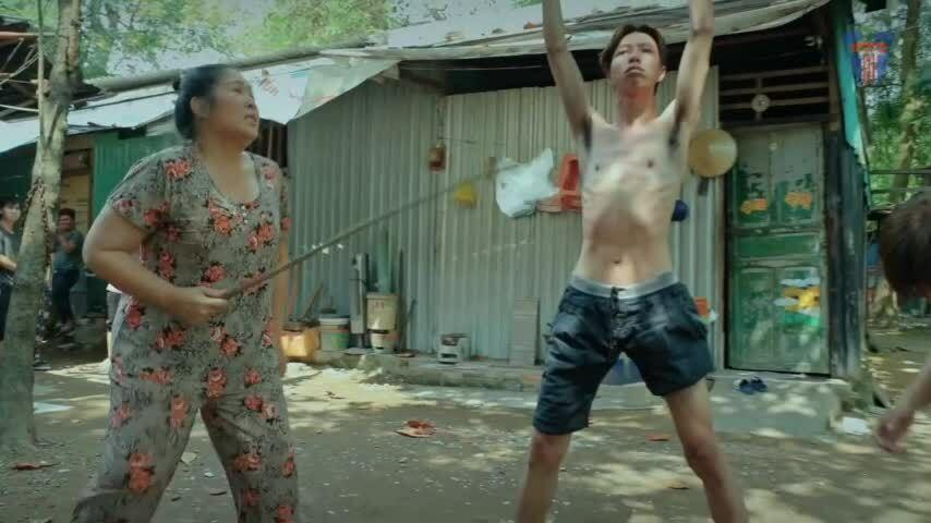 Hồng Vân diễn cùng học trò trong tập 1 'Đại Kê chạy đi'