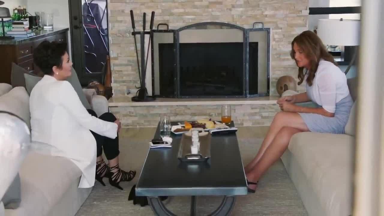 Caitlyn Jenner lần đầu gặp vợ cũ Kris Jenner sau khi chuyển giới