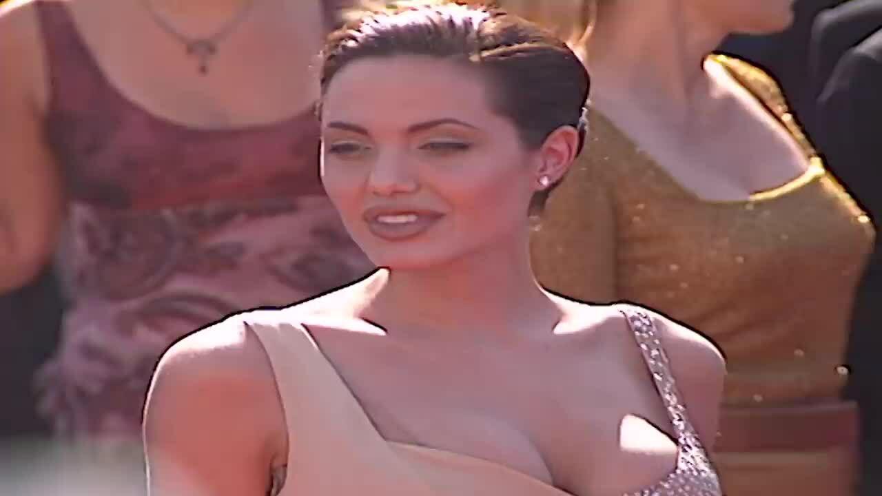 Thời trang thảm đỏ của Angelina Jolie qua các năm
