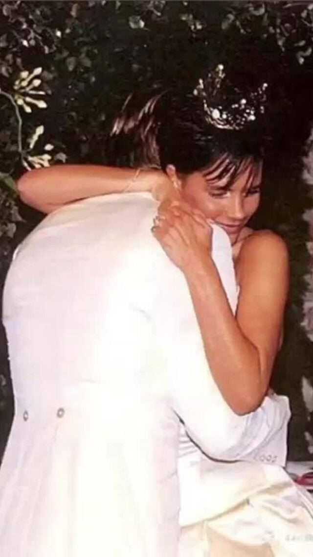Khoảnh khắc tình cảm David Beckham và Victoria