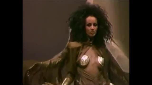 Iman catwalk trong các show của Thierry Mugler