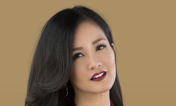 """Hồng Nhung hát bài """"Bến bờ"""""""