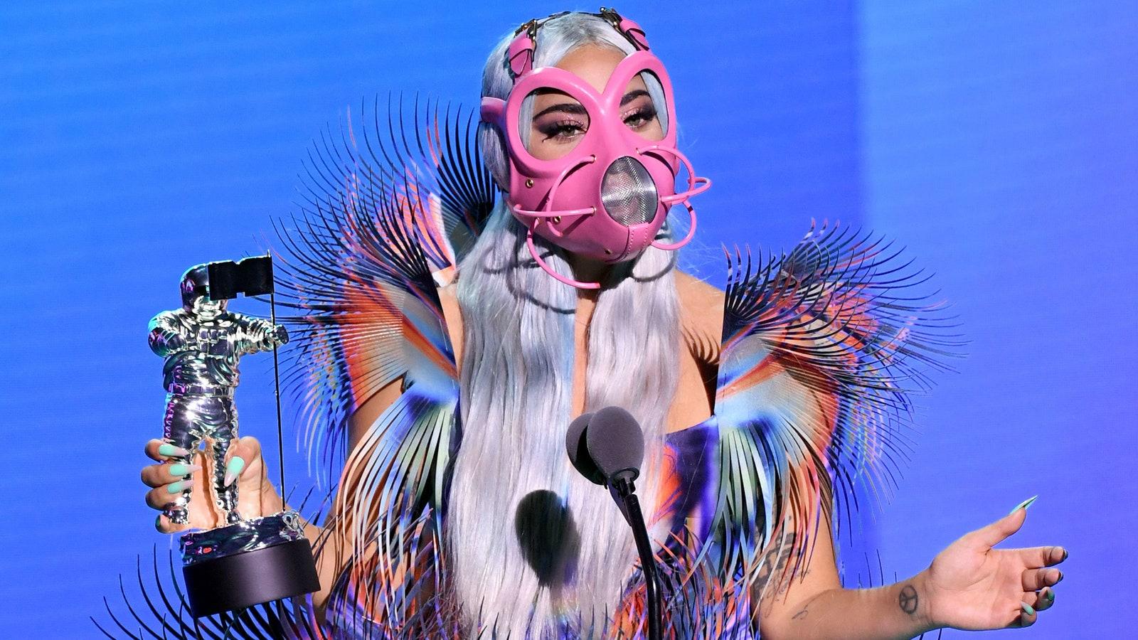 Phong cách độc của Lady Gaga ở VMAs 2020