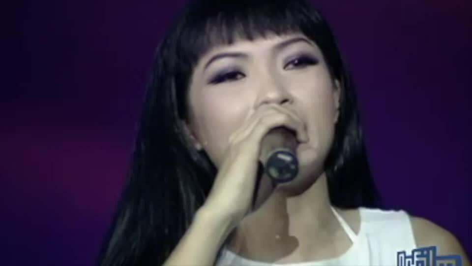 Phương Thanh hát 'Khi giấc mơ về' ở Làn Sóng Xanh 2002