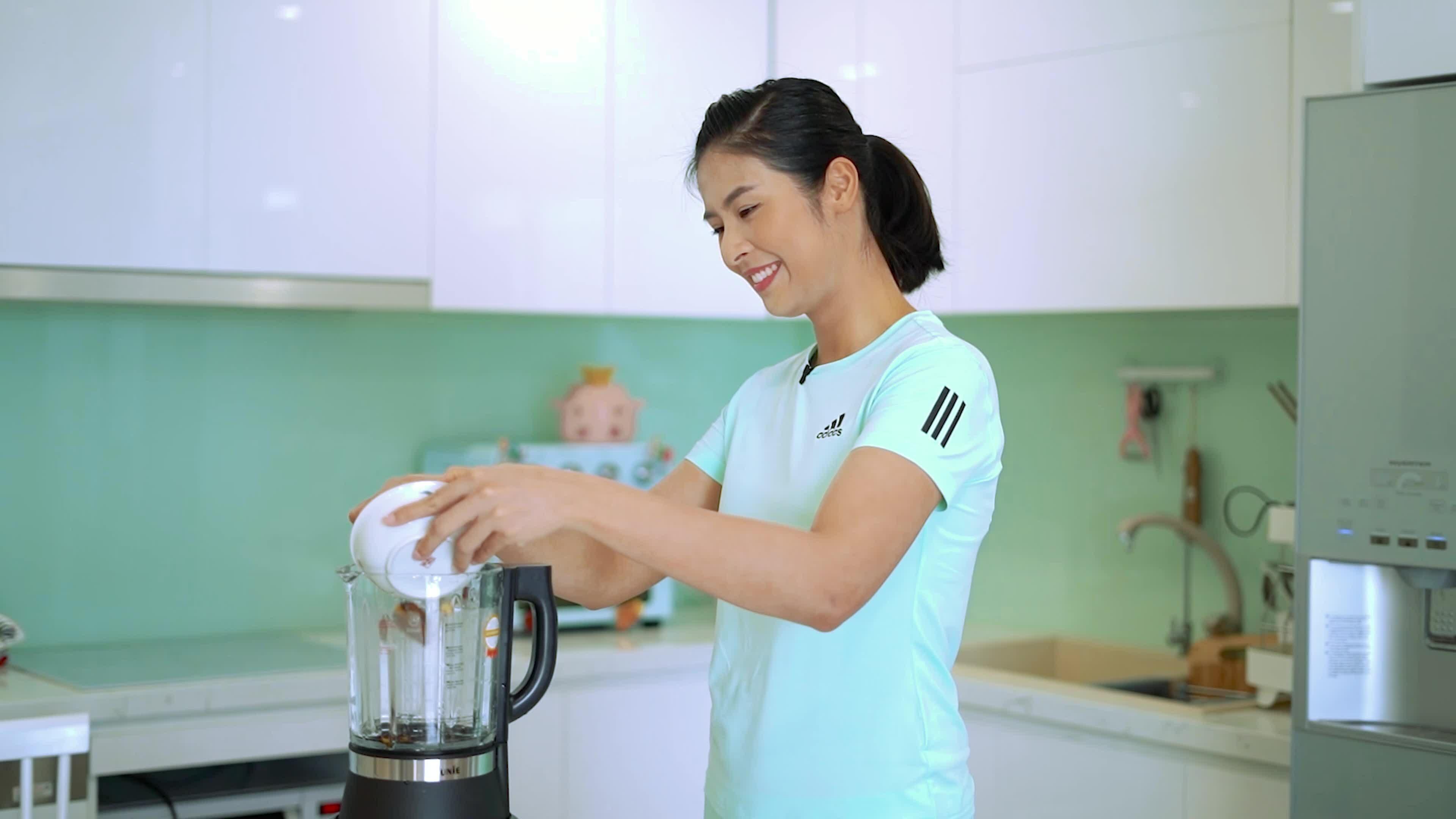 Ngọc Hân thích dậy sớm nấu sữa, chơi đàn