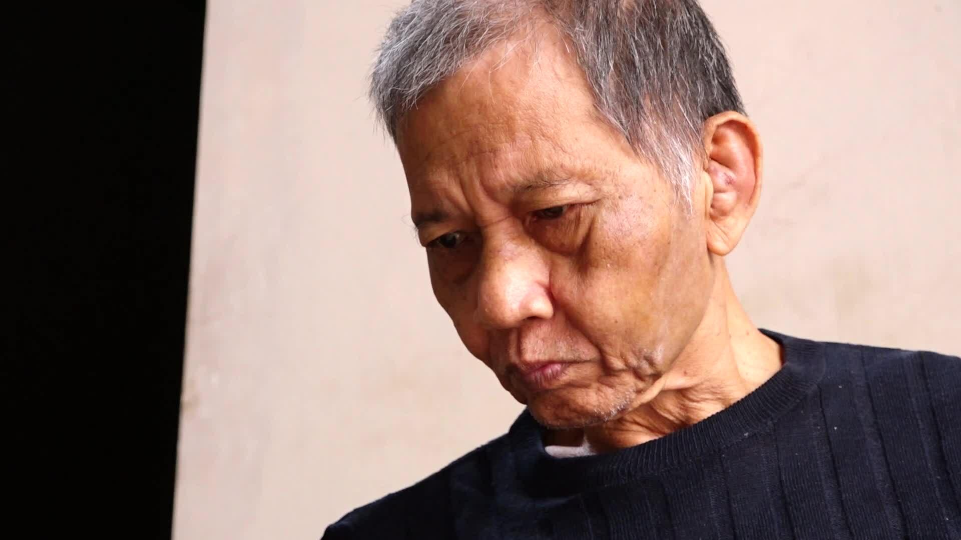 Nhà văn Nguyễn Huy Thiệp làm thơ trên giường bệnh