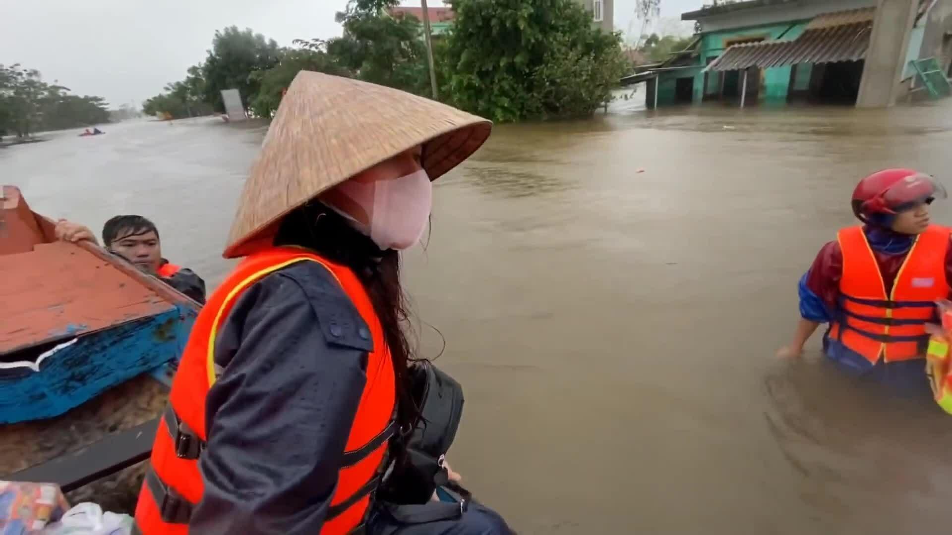 Sao Việt gặp thị phi khi làm từ thiện