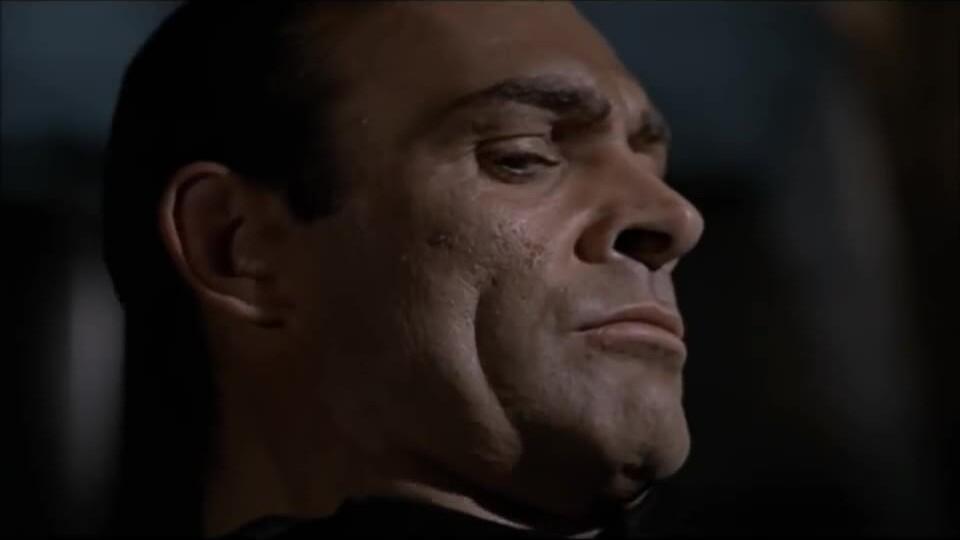 Sean Connery trong vai James Bond