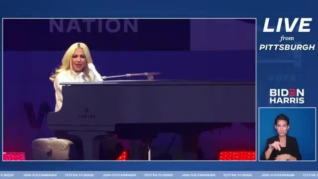 Lady Gaga hát Shallow tại buổi vận động của Joe Biden