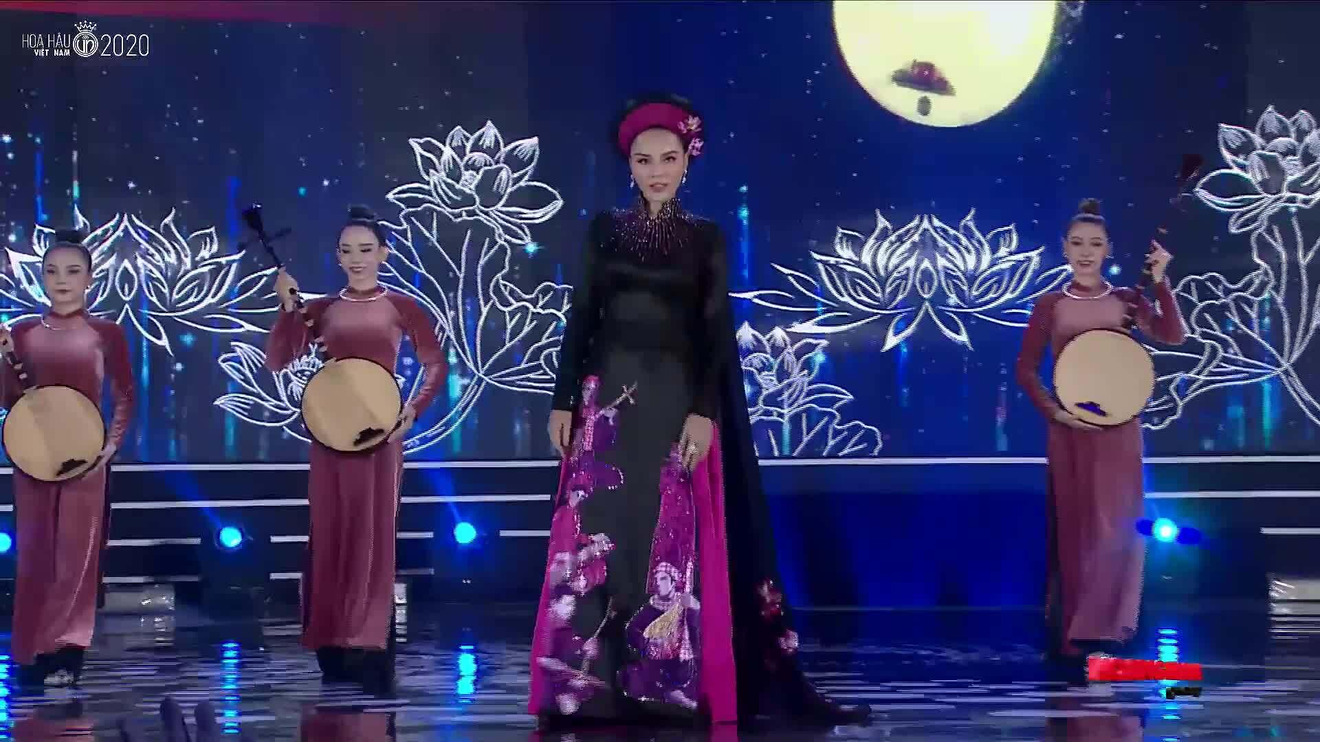 Hoa hậu Kỳ Duyên trình diễn