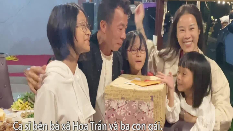 Việt Hoàn đón tuổi 54