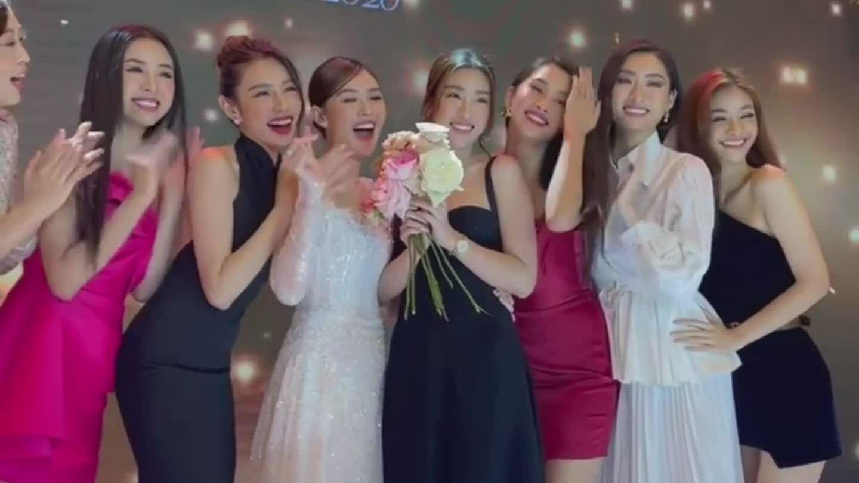Dàn người đẹp hát mừng đám cưới Tường San