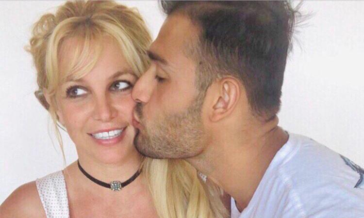 Britney Spears hát mừng sinh nhật