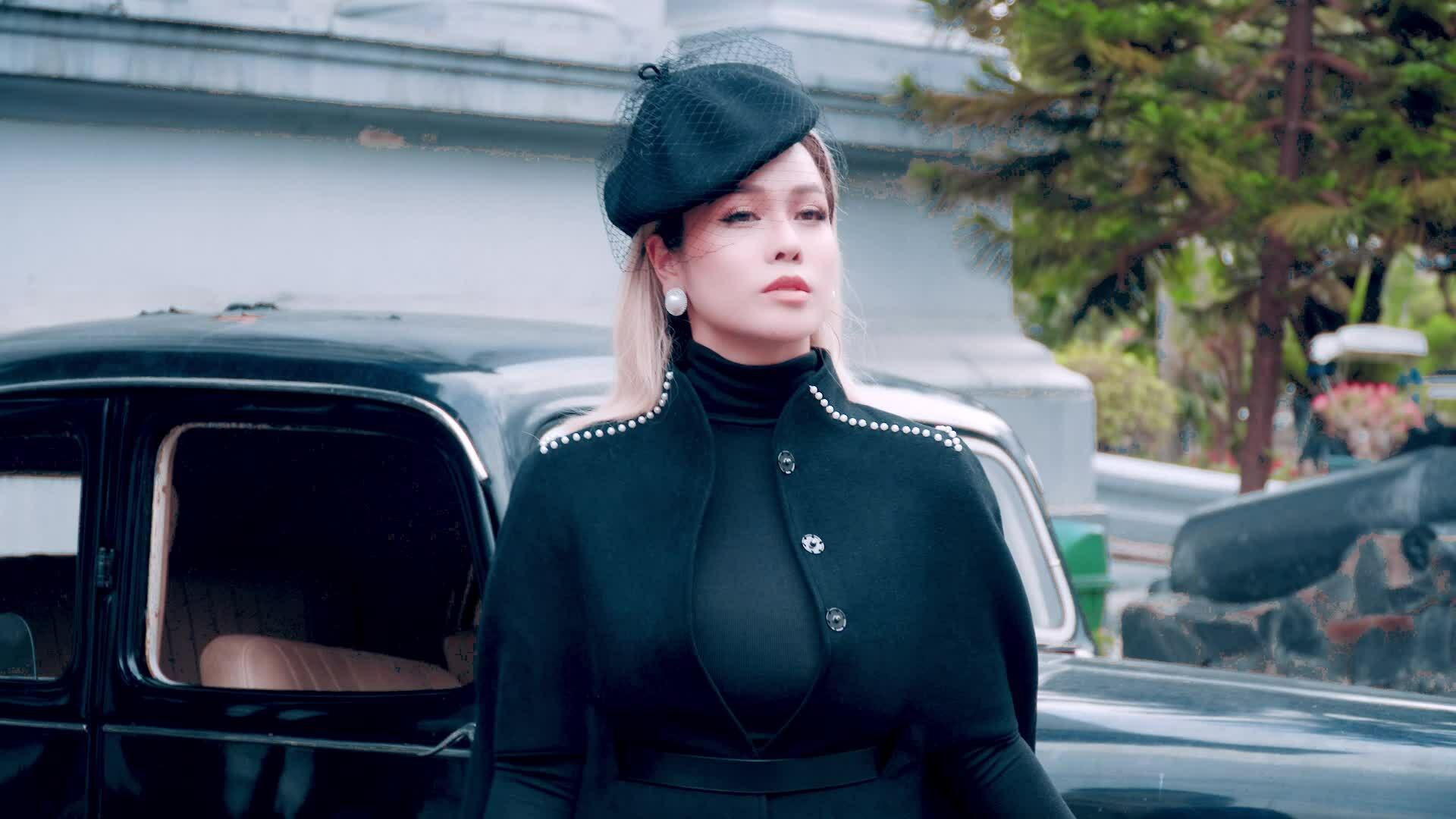 Nhật Kim Anh diện đồ thu đông