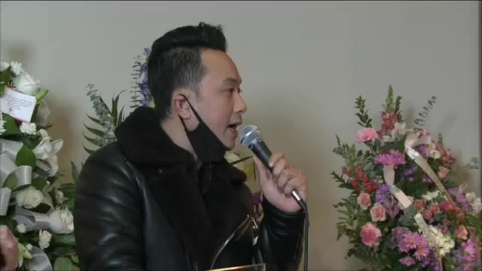 Bạn bè ở Mỹ đàn, hát tặng Vân Quang Long lần cuối