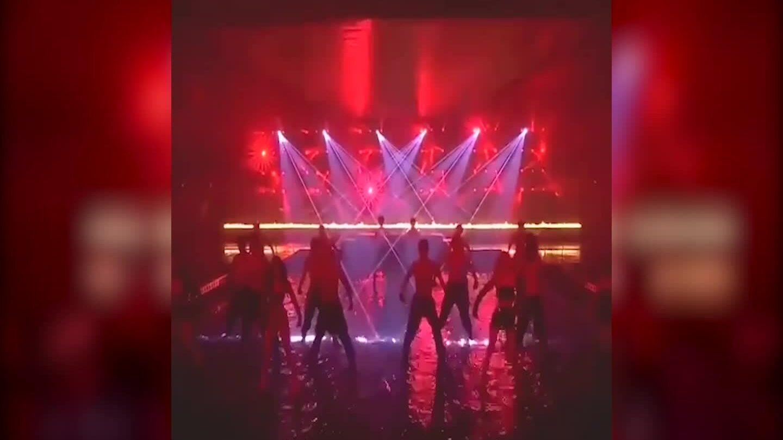 Blackpink diễn cùng dàn vũ công nam cởi trần