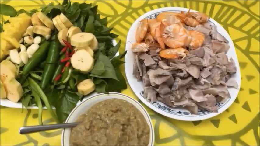 Hàn Thái Tú làm món mắm
