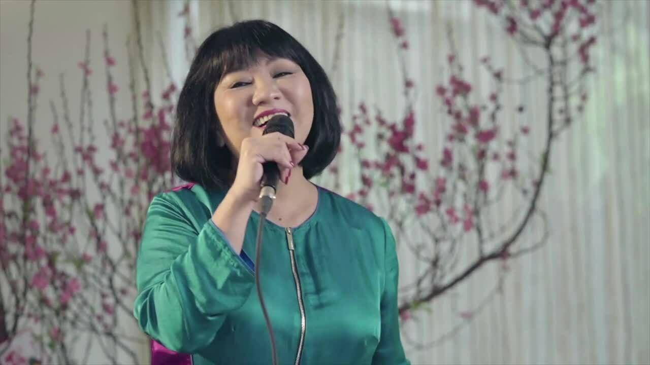 Gia đình Cẩm Vân hát đón năm mới