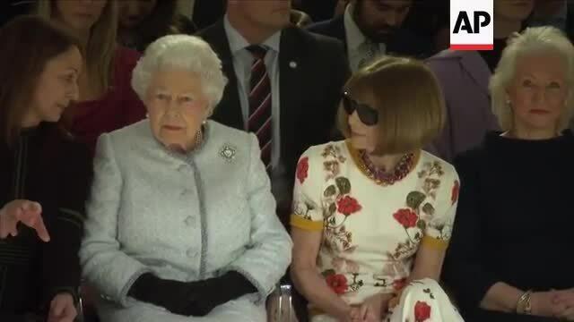Nữ hoàng Anh xem show của Richard Quinn