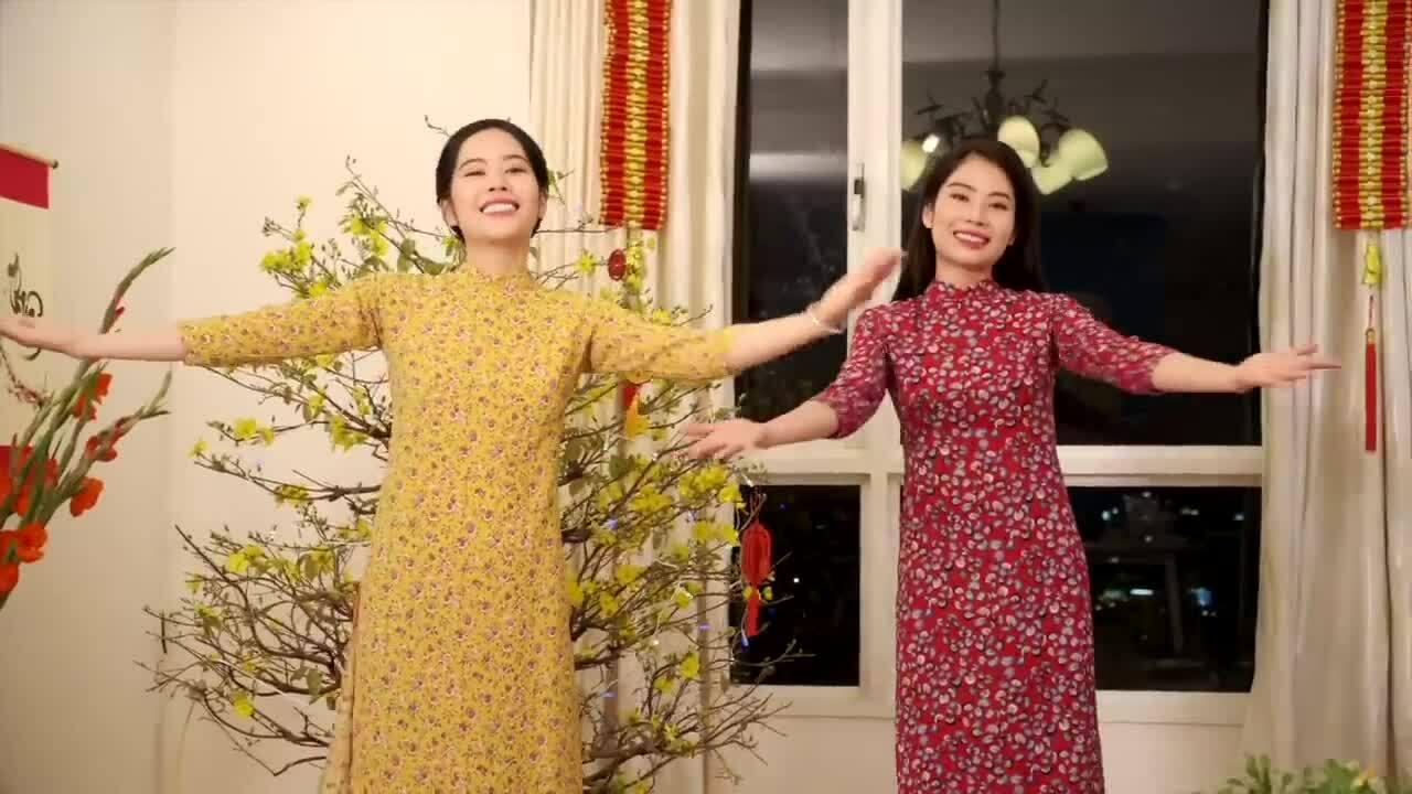 Nam Em đóng MV cùng chị gái trong MV Mừng Tết