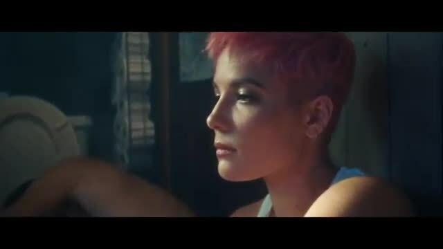 "MV ""Without Me"" - Halsey"