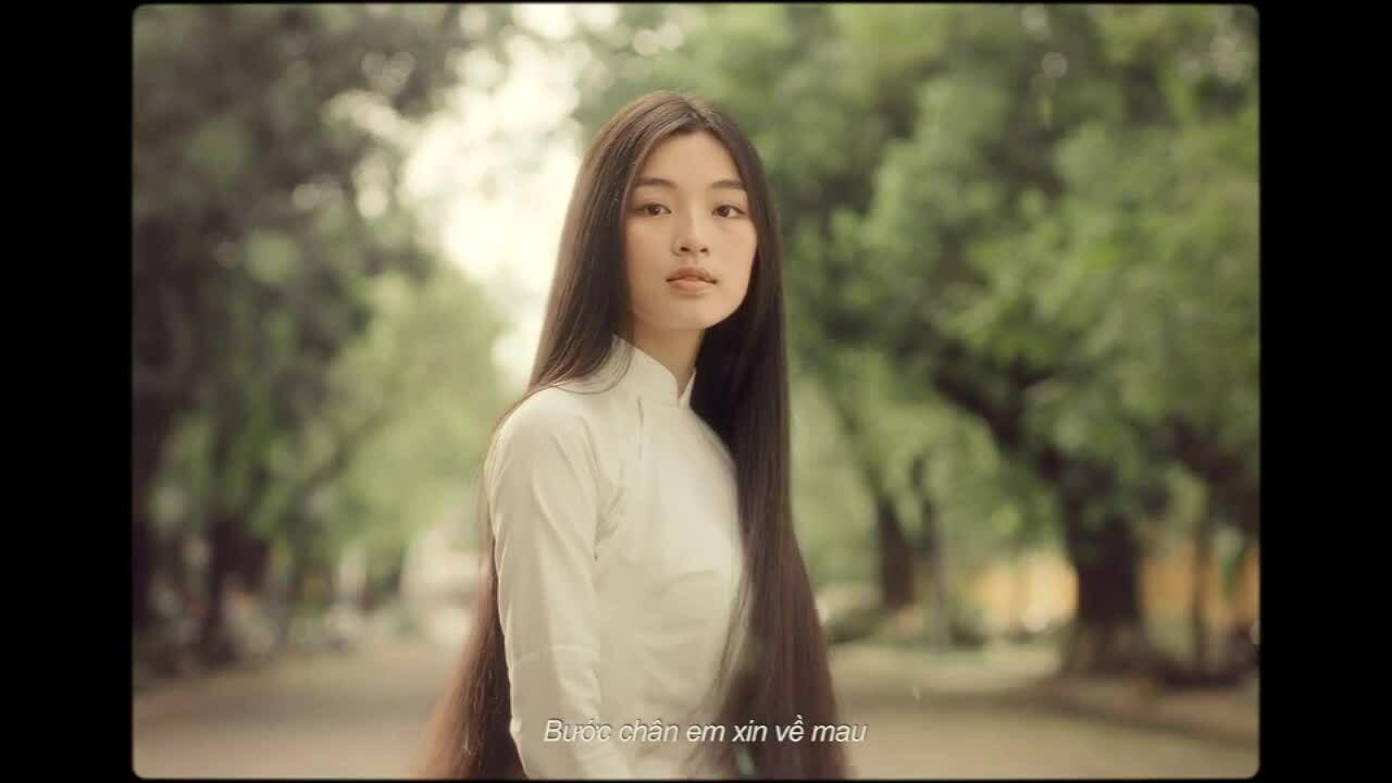 "First look ""Em và Trịnh"""