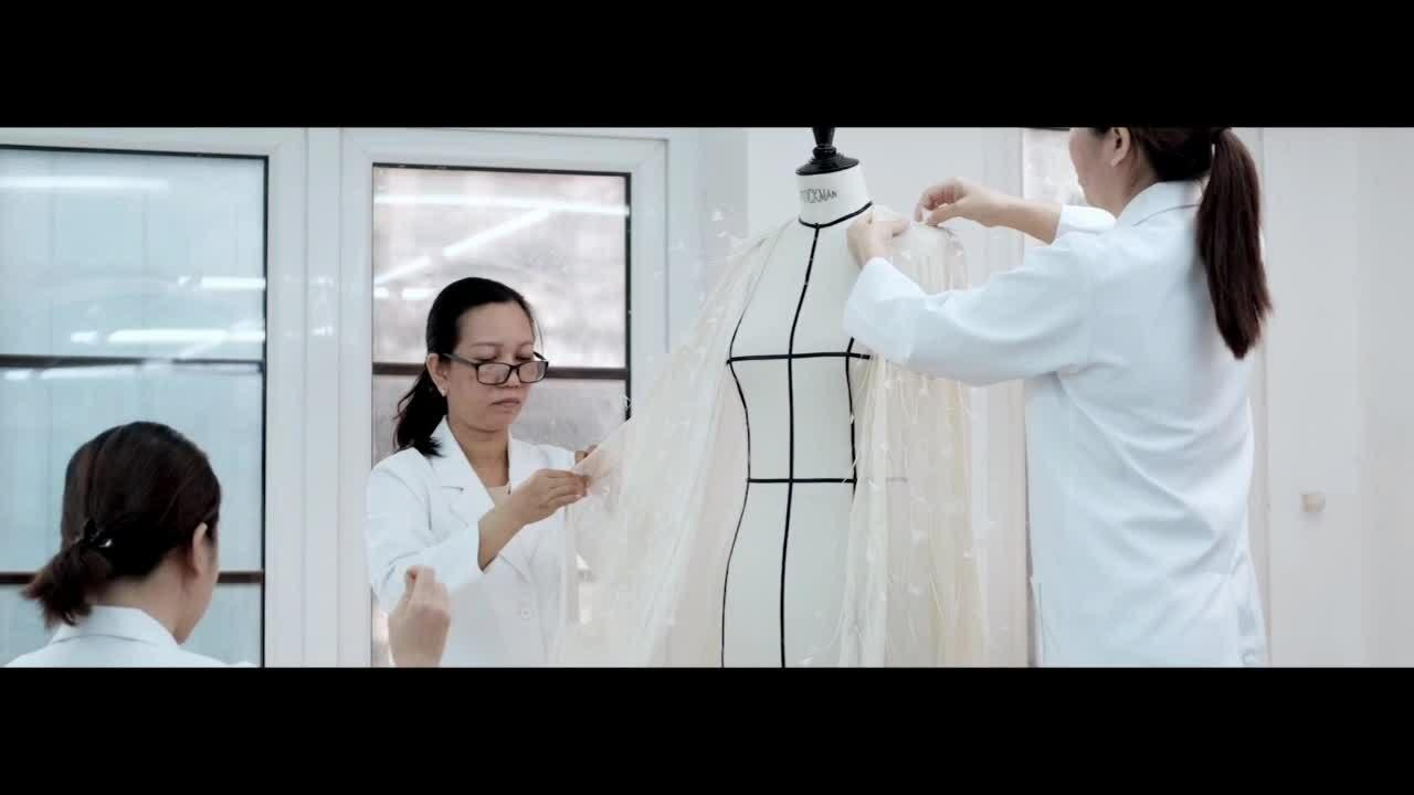 Rosé (Blackpink) diện đồ Công Trí trong MV