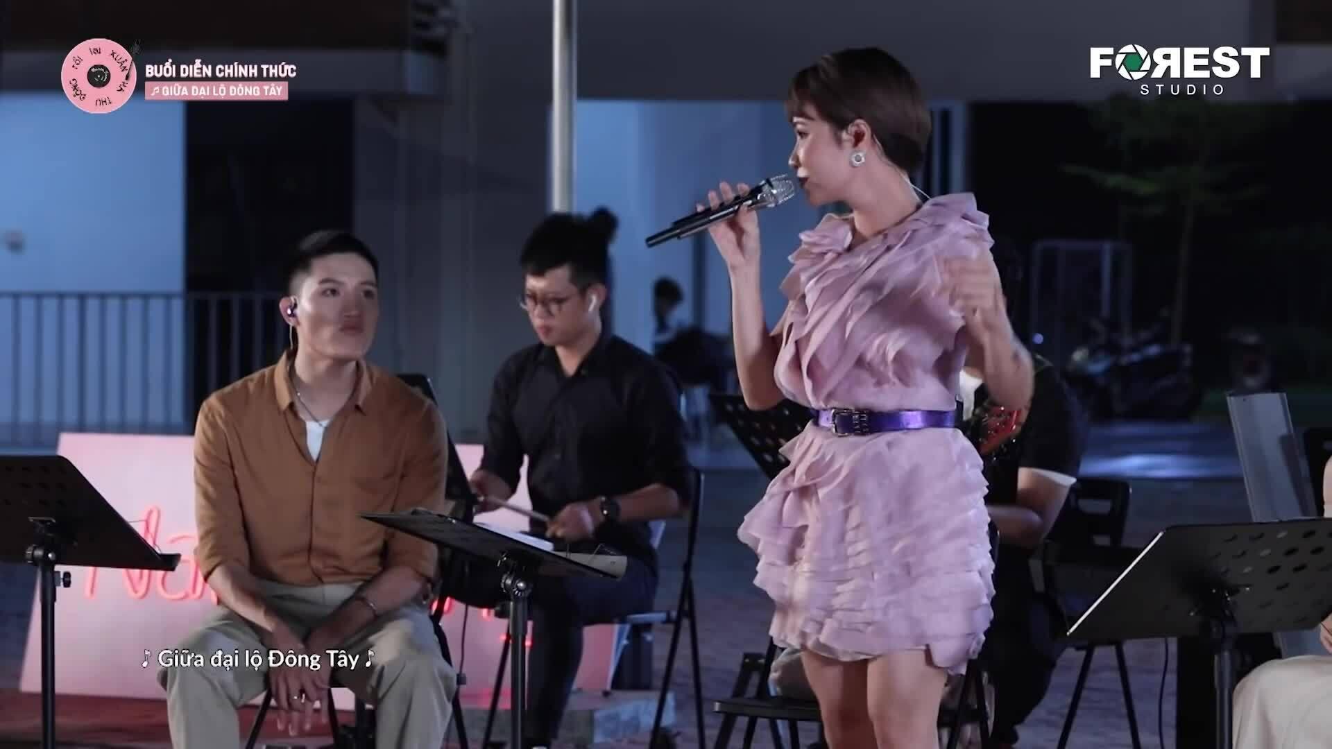 """Hứa Kim Tuyền: """"Uyên Linh quên lời, đòi đổi tên hit của tôi"""""""