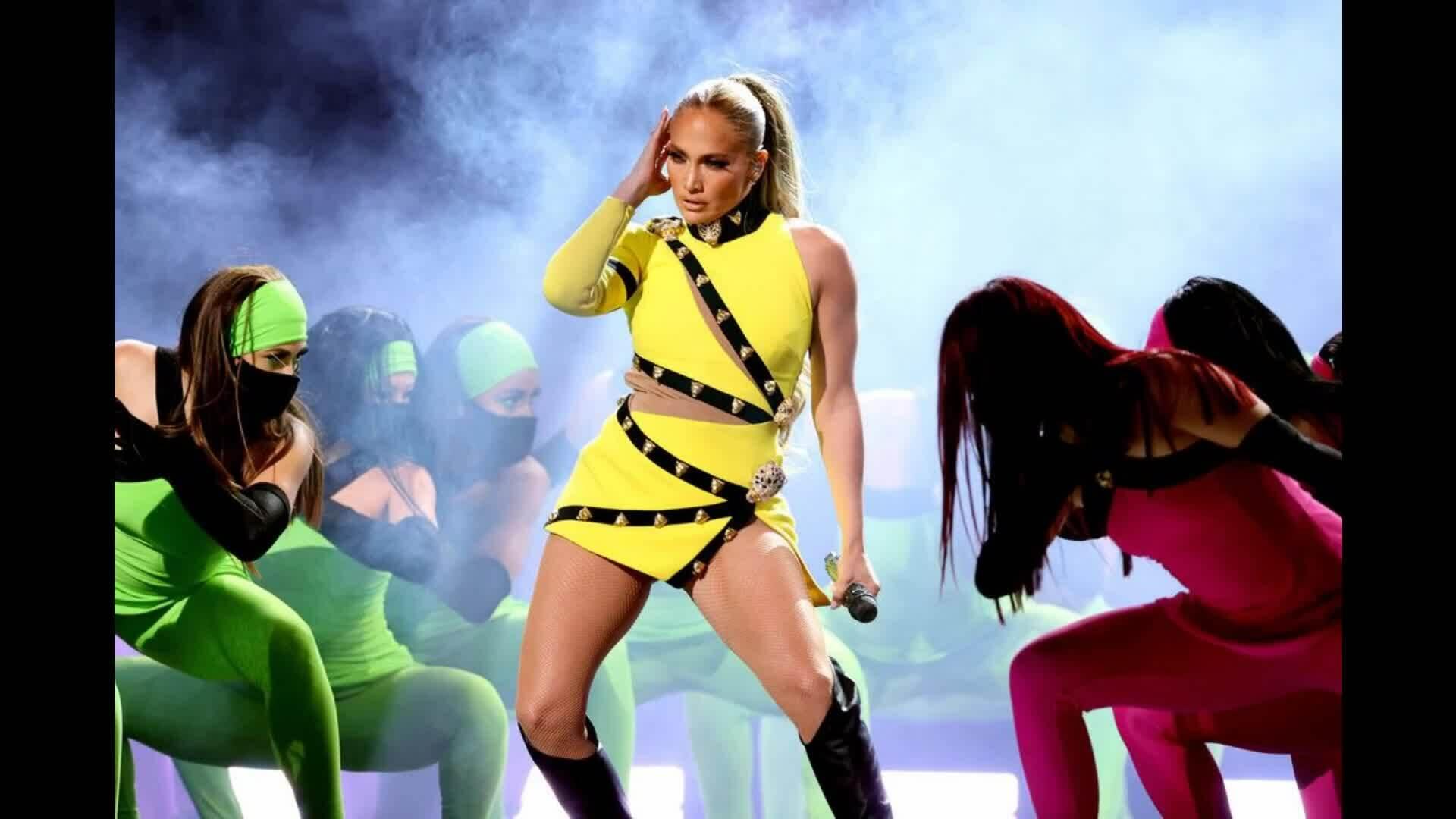 Jennifer Lopez biểu diễn tại Vax Live