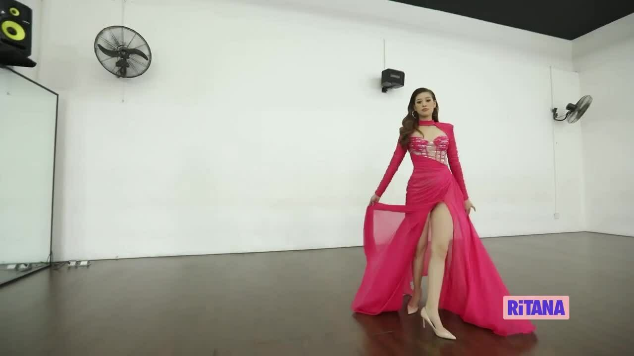 Hành trang bên trong 15 chiếc vali Khánh Vân đem đến Miss Universe