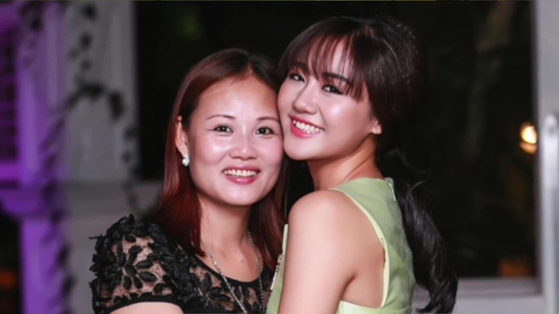 Văn Mai Hương: 'Mẹ gác ước mơ khi sinh tôi ở tuổi 20'