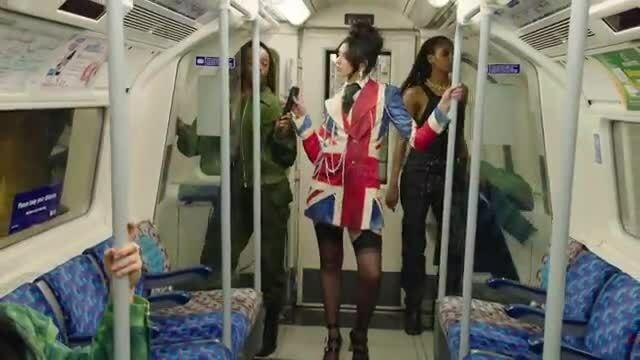 Dua Lipa biểu diễn tại Brit Awards