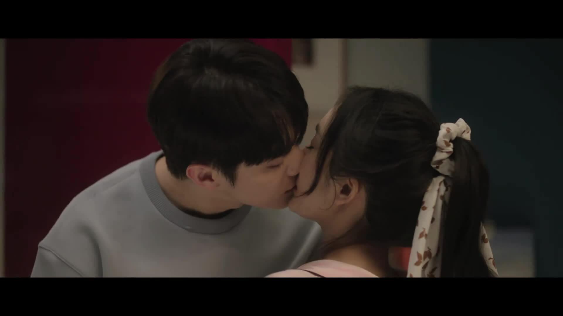 Dương Mịch diễn cảnh hôn mỹ nam kém chín tuổi