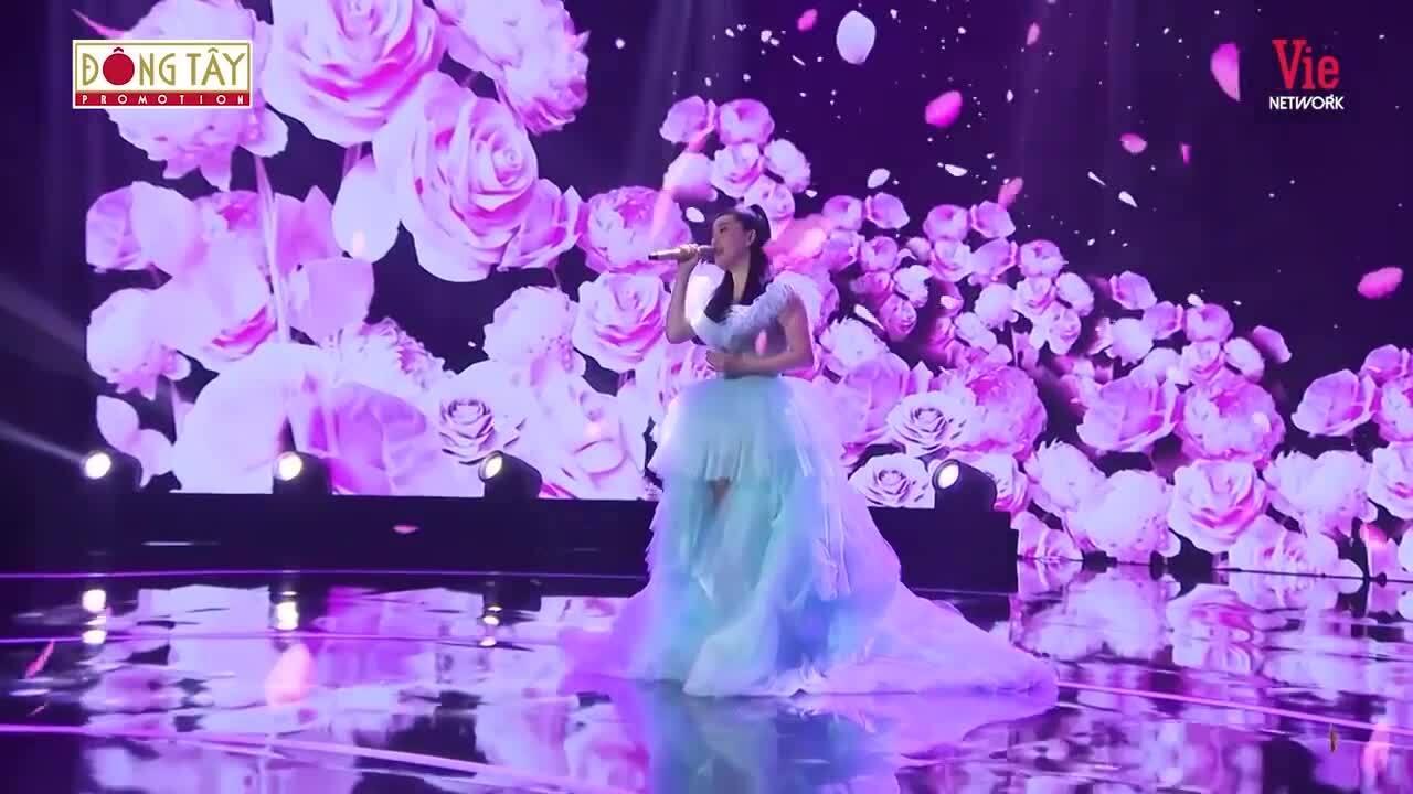 Bảo Thy hát 'Ngôi nhà hoa hồng'