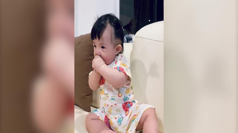 Con gái nhún nhảy khi nghe Đông Nhi hát