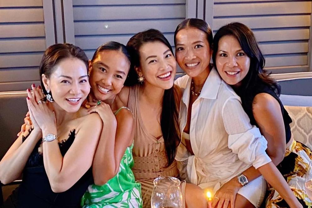 Hội chị em sao Việt chúc mừng sinh nhật Hoàng Oanh