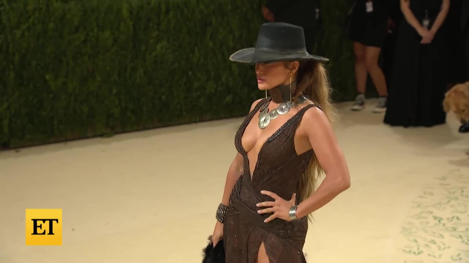 Jennifer Lopez ở Met Gala 2021