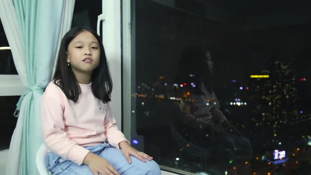 Phan Đinh Tùng cùng con gái hòa giọng