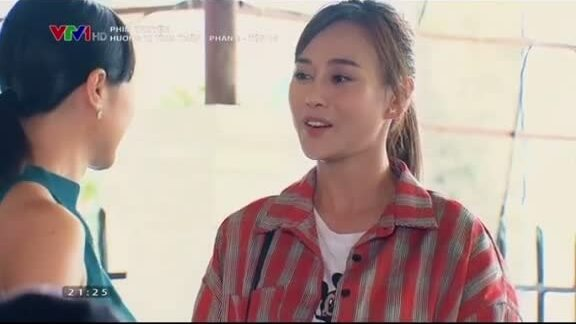 Thời trang gây tranh cãi của Phương Oanh trong 'Hương vị tình thân' 2