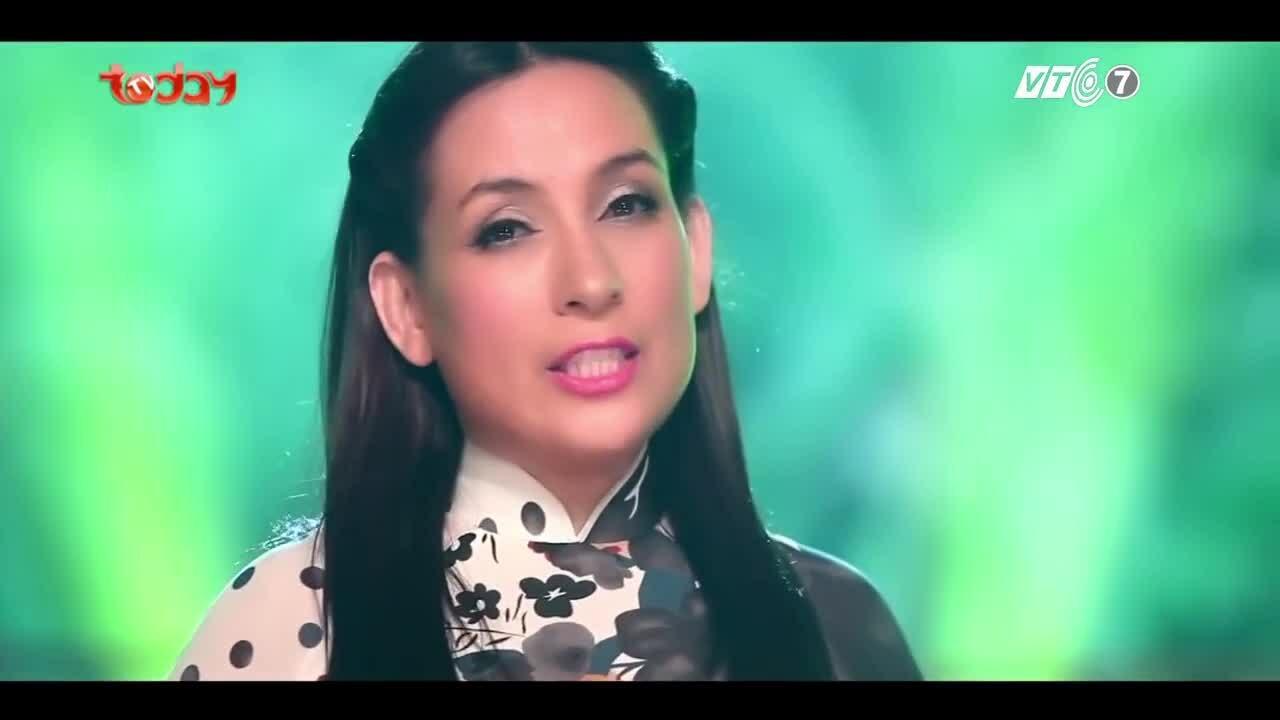 """Phi Nhung hát """"Phải lòng con gái Bến Tre"""""""