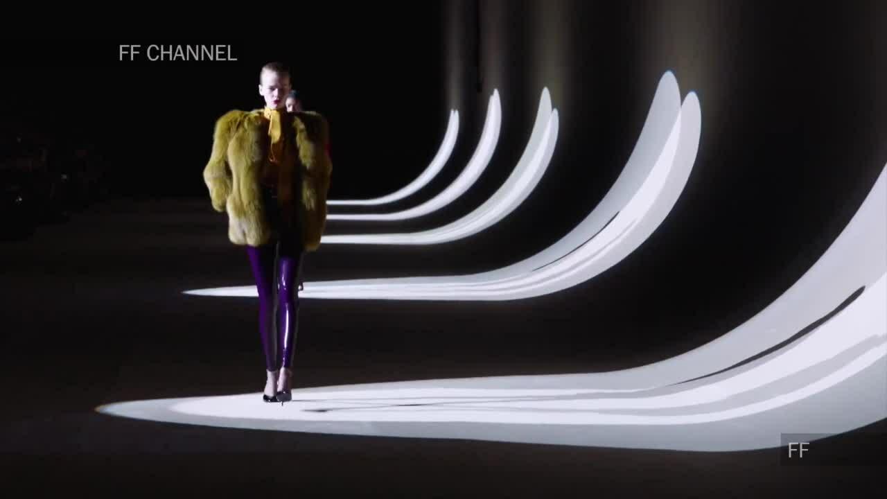 Áo lông thú ở show Saint Laurent Thu Đông 2020